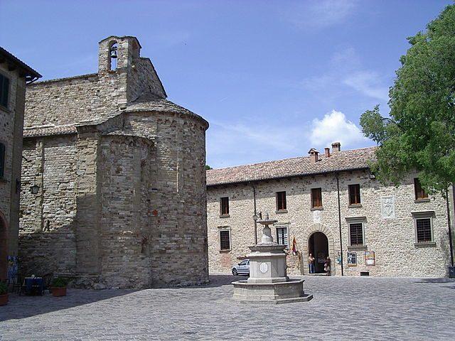 Piazza Dante Alighieri – Foto Wikimedia Commons