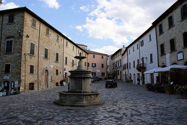 Piazza Dante, San Leo – Foto Wikipedia