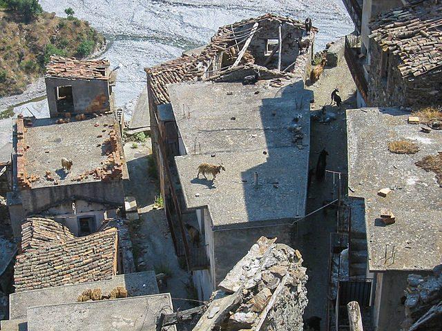 Roghudi Vecchio – Foto Wikimedia Commons