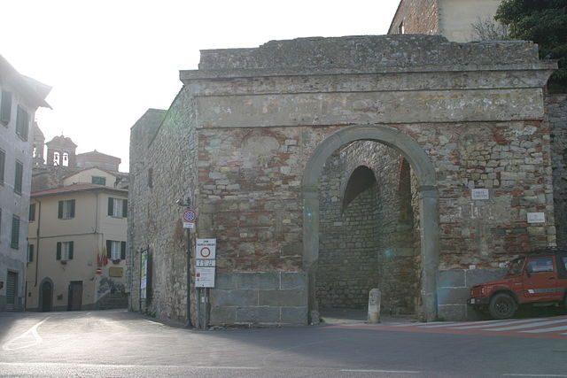 Lucignano, Porta San Giovanni – Foto Wikimedia Commons