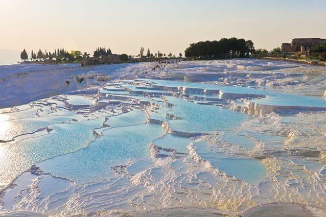 Pamukkale in Turchia. Foto da Wikipedia