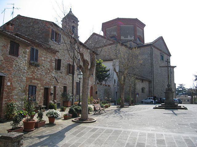Piazza del Tribunale con la chiesa di San Michele Arcangelo – Foto Wikipedia