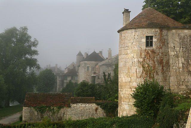 Fortificazione di Noyers–sur–Serein – Foto Wikimedia Commons