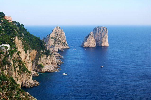 La bellezza dei Faraglioni di Capri – Foto Wikipedia