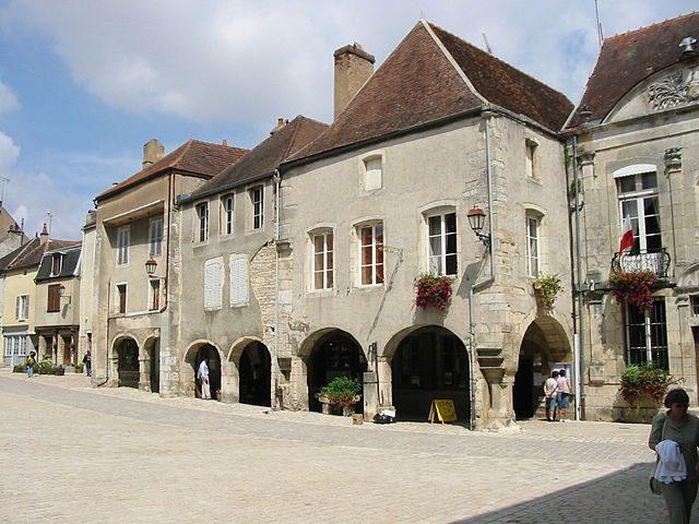 Noyers–sur–Serein – Foto Wikimedia Commons