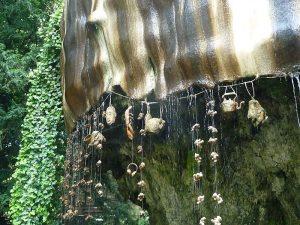 Il mistero del pozzo che trasforma tutto in pietra: Petrifying Well