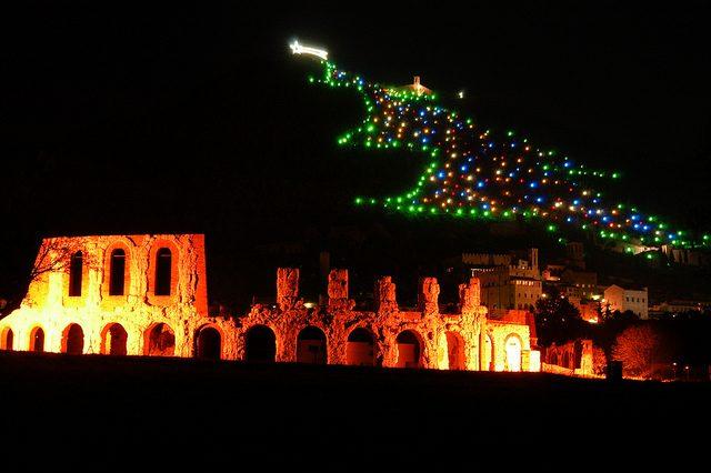 Albero di Natale Gubbio. Foto di Gianluigi Bettin