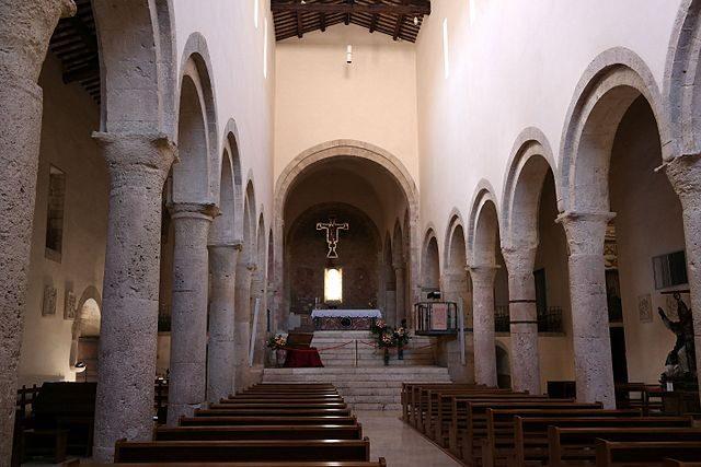 Interno della chiesa di San Michele – Foto Wikimedia Commons
