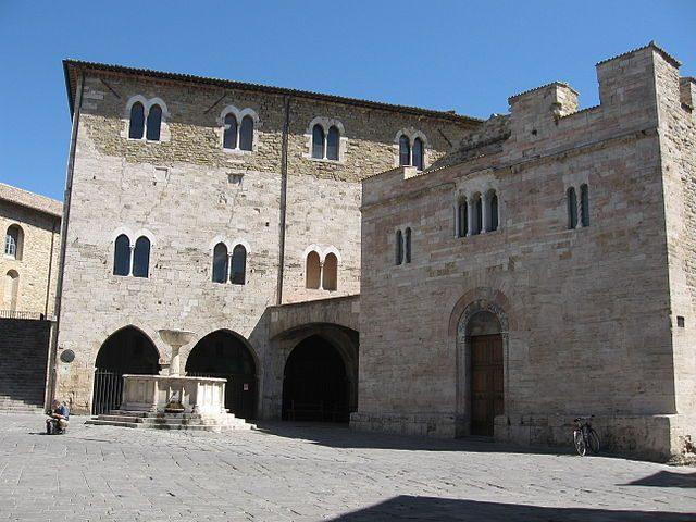 Piazza Silvestri con la chiesa di San Silvestro – Foto Wikipedia