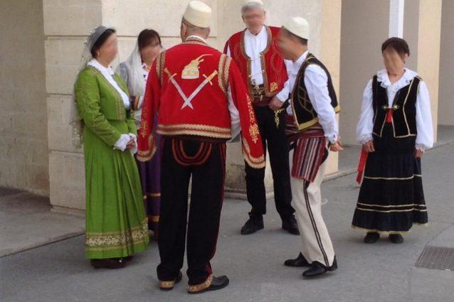 San Marzano di San Giuseppe, abitanti in costume arbëreshë – Foto Wikimedia Commons
