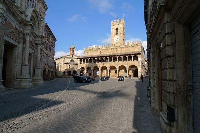 Piazza del Popolo – Foto Wikimedia Commons