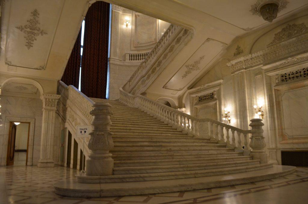 Palazzo del Parlamento di Bucarest scalinata