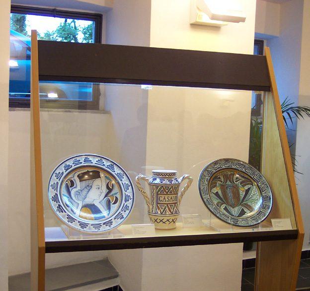 Ceramiche artistiche nel Museo di Deruta – Foto Wikipedia