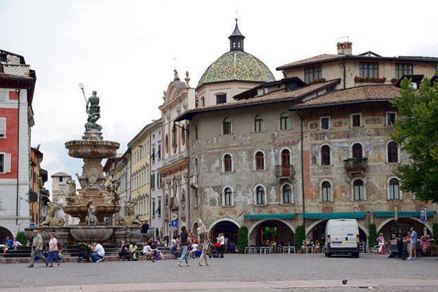 Trento, Piazza Duomo – Foto Wikimedia Commons
