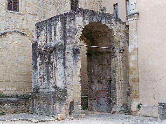 Arco romano – Foto Wikimedia Commons