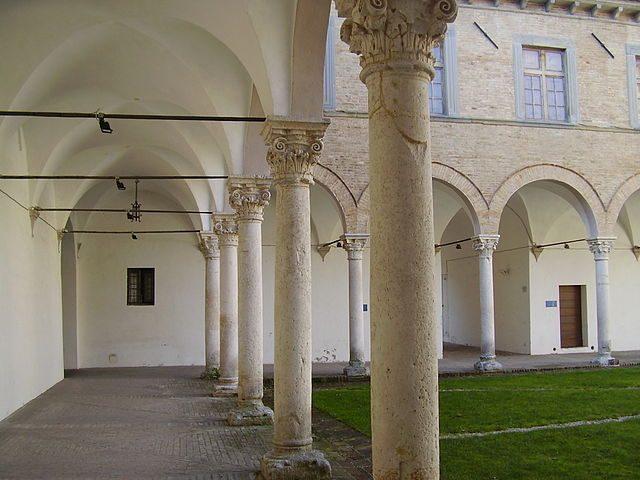Cortile d'onore del Palazzo Ducale di Urbania – Foto Wikipedia