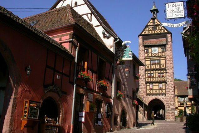 Riquewihr: sullo sfondo, la Torre di Dolder – Foto Wikipedia