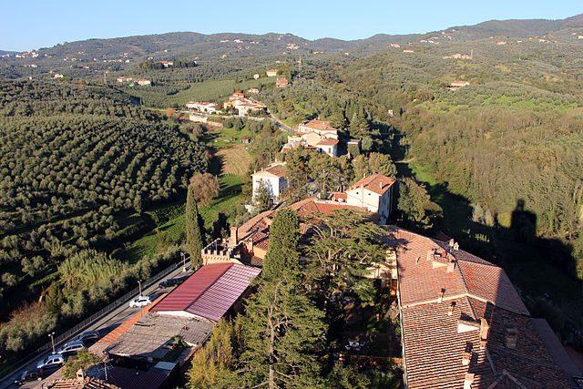 Veduta dalla torre del Castello dei Conti Guidi – Foto Wikipedia