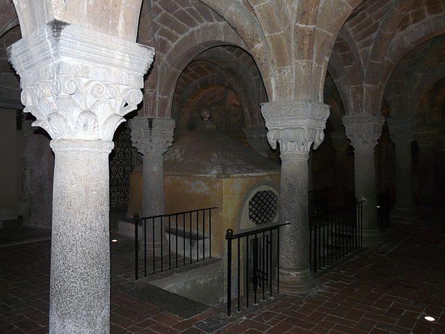 Cripta del Santo Sepolcro – Foto Wikimedia Commons
