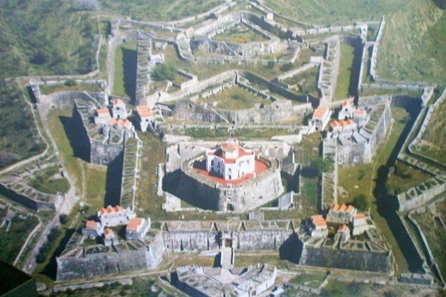 Elvas, veduta aerea, Forte de Nossa Senhora da Graça – Foto Wikimedia Commons