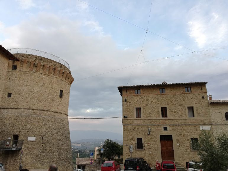 Centro storico di Gualdo Cattaneo con la Rocca
