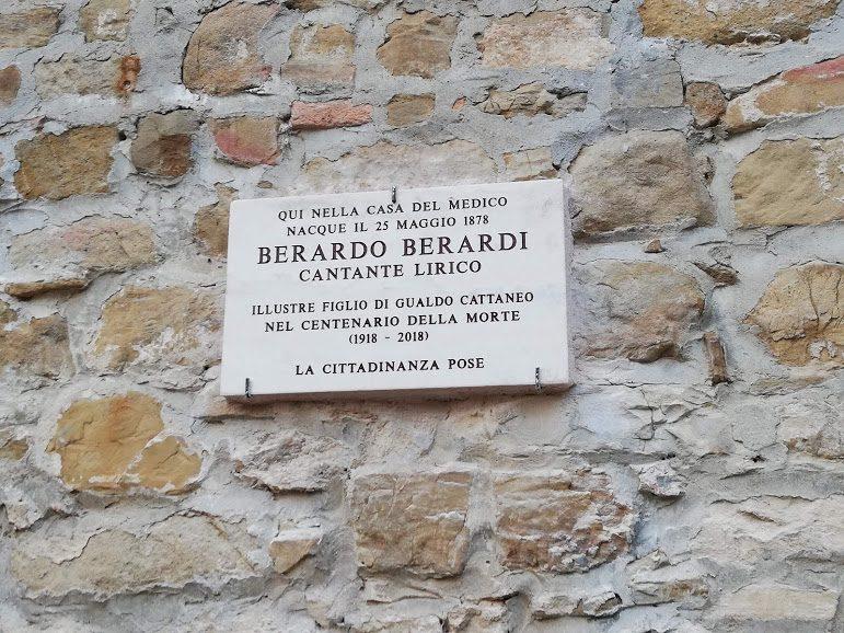 La targa commemorativa che ricorda il luogo di nascita di Berardo Berardi
