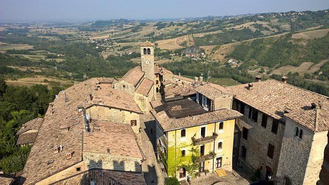 Vista dal borgo di Vigoleno