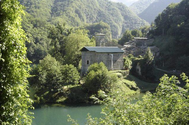 Isola Santa, il borgo da fiaba in Toscana