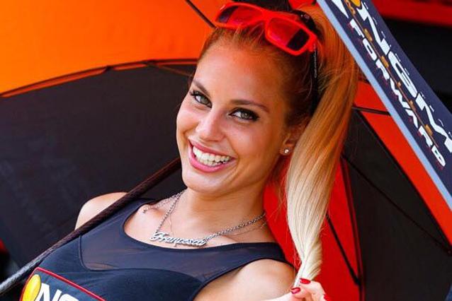 L'ombrellina Francesca Brambilla scaricata dal team Forward Racing
