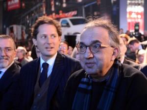 Sergio Marchionne durante la presentazione della Chrysler Pacifica insieme john Elkann