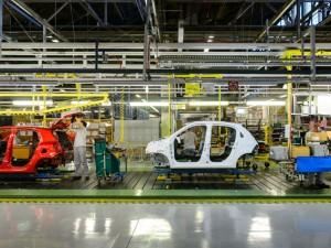 Istat: balzo dell'industria, +1,9% a gennaio. Boom per l'auto, +10,9%
