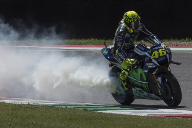 MotoGp, Yamaha rivela la causa della rottura del motore di Valentino Rossi al Mugello