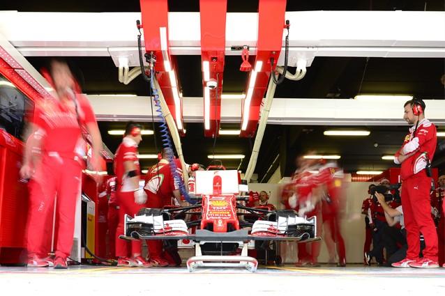 Gli ingegneri Ferrari al lavoro / Getty