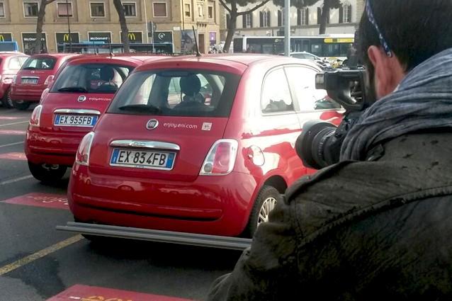Auto Enjoy, troppi incidenti durante il noleggio: arriva la scatola nera