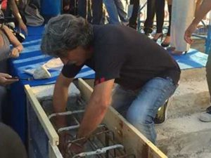 Paolo Simoncelli interra un messaggio per il Sic / Facebook