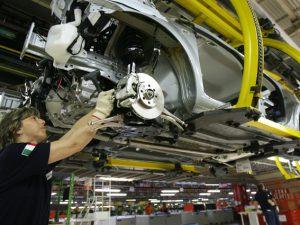 Mercato auto Europa: stallo ad ottobre, -0,3%. Italia traino, frenano Germania e Francia