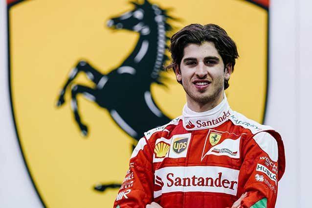 Antonio Giovinazzi in tuta Rossa / Ferrari.com