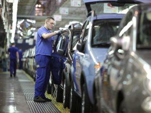 Mercato, ripresa a due cifre per l'Italia: oltre 1,8 milioni di auto vendute nel 2016