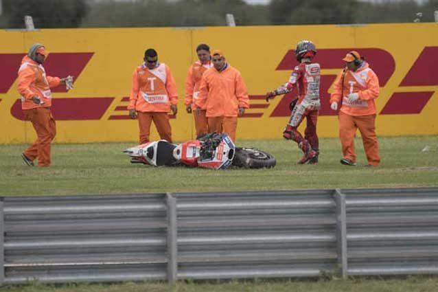 Jorge Lorenzo dopo la caduta alla prima curva del Gp d'Argentina / GettyImages
