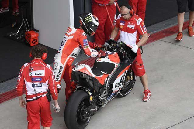 Jorge Lorenzo in pit lane  Ducati