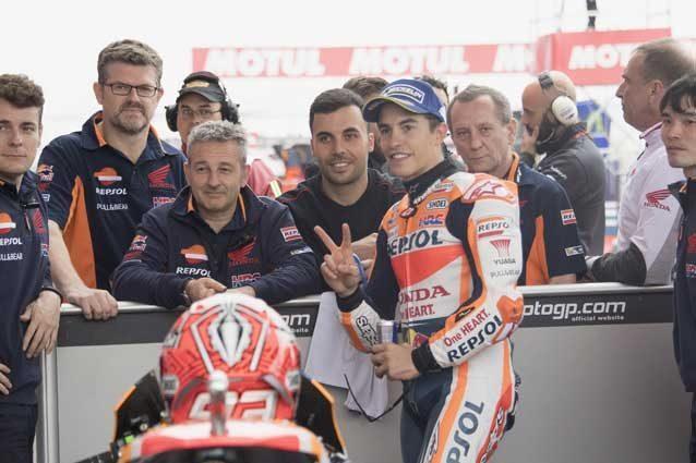 Marquez in pole, Rossi apre la terza fila