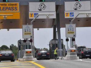 Autostrade, arrivano gli ausiliari del pedaggio: se non pagato, scatta la multa
