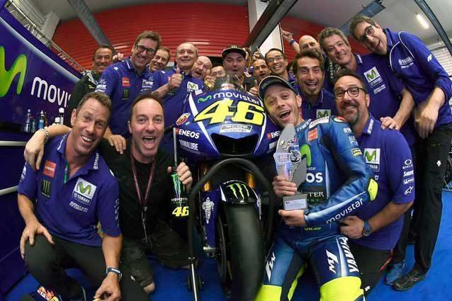 Valentino Rossi e la sua squadra dopo il secondo posto al Gp d'Argentina / Valentino Rossi Official