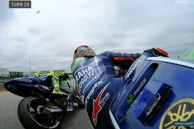 Rischio di contatto tra Maverick Vinales e Valentino Rossi / MotoGP.com