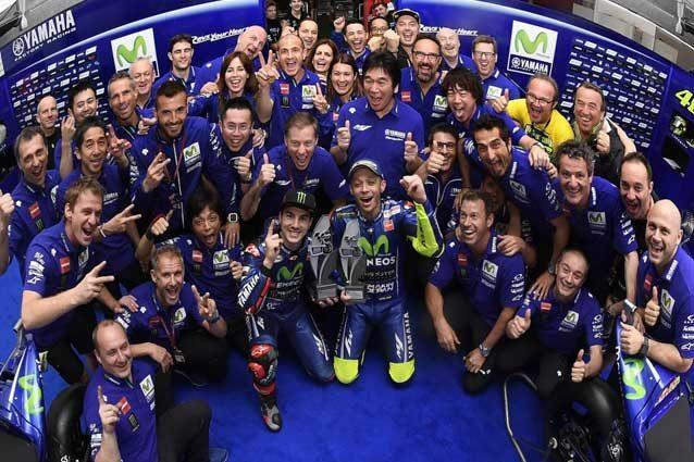 Il team Yamaha al completo festeggia il doppio podio in Argentina / Yamaha MotoGP