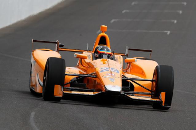 Fernando Alonso sulla pista di Indianapolis – Foto Twitter