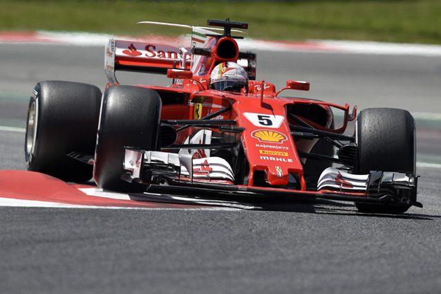 Raikkonen e Verstappen subito fuori, Vettel in testa