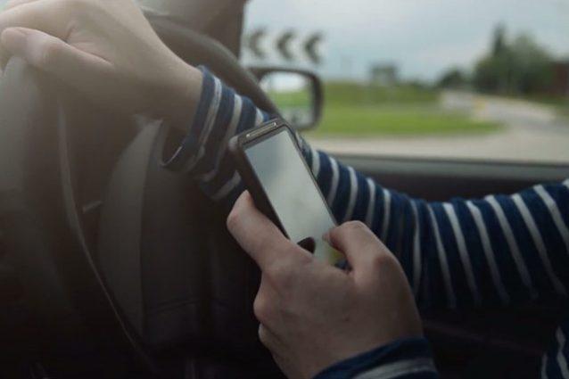 smartphone-in-auto