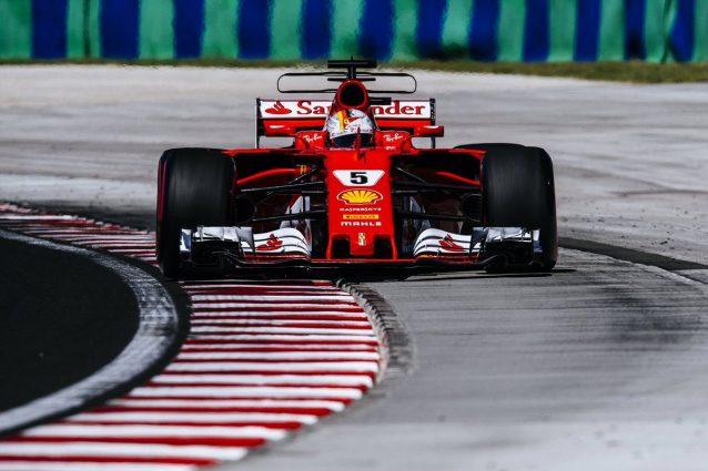 Vettel ha un problema al volante