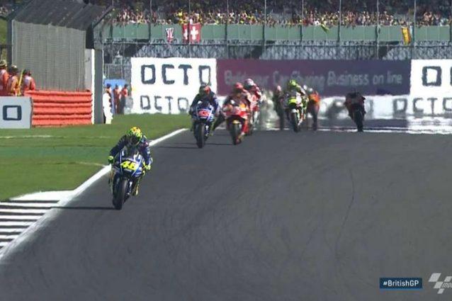 Rossi già in fuga, Vinales supera Marquez